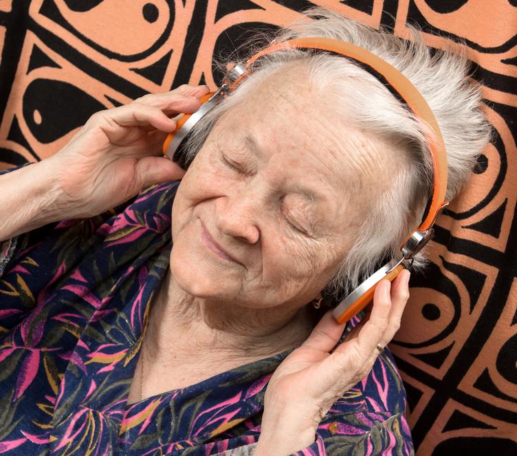 Música pode ser aliada no tratamento do Alzheimer