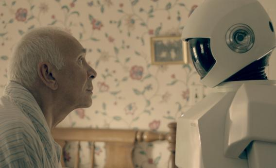 robo ajuda idosos