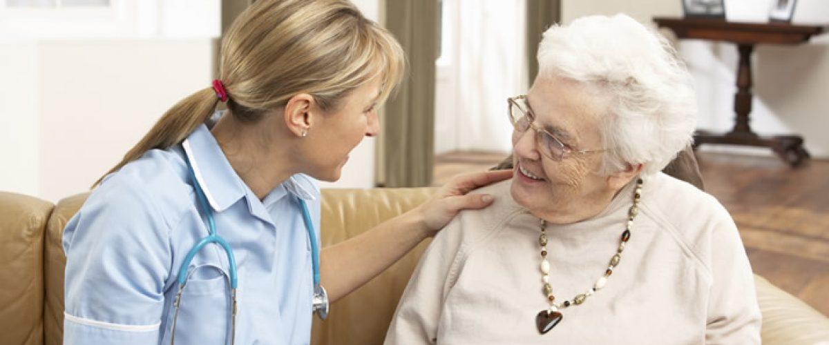 A importância da boa comunicação para o relacionamento com o idoso