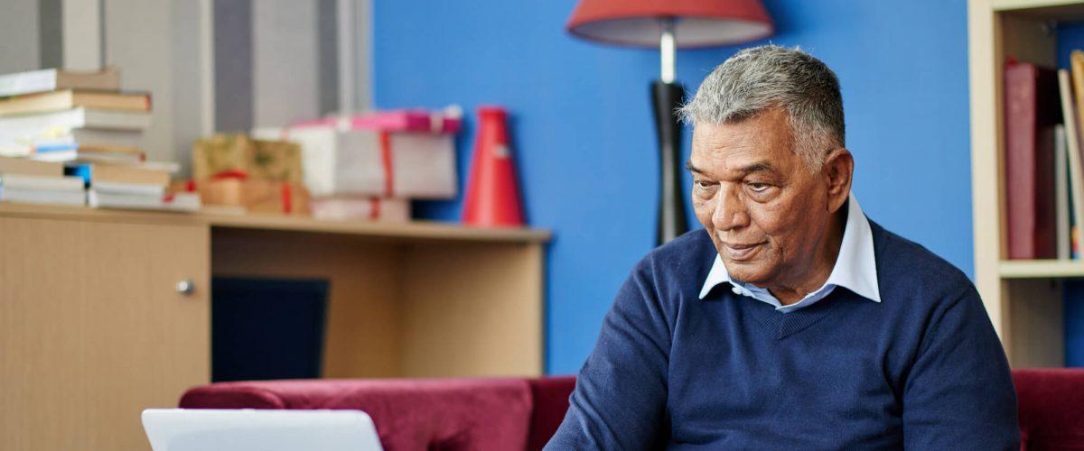 Terceira idade online: veja os benefícios