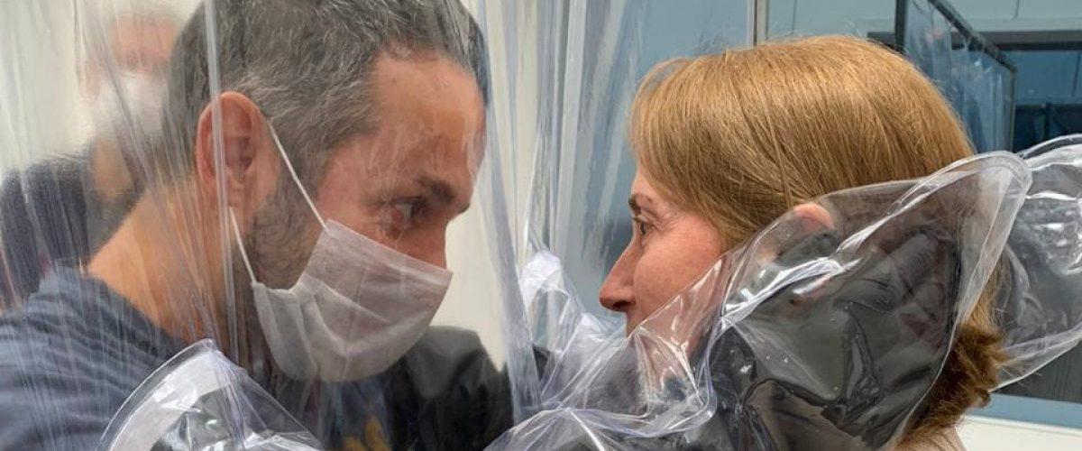 Coronavírus: Cortina do Abraço Permite Proximidade Durante o Isolamento Social