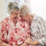 benefícios do riso para os idosos